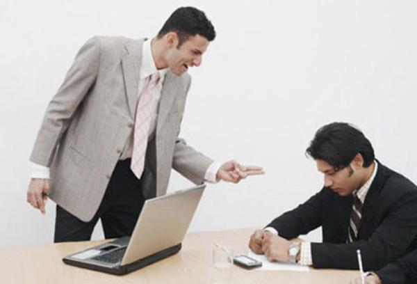 ý nghĩa come in forĐể nhận những lời trách móc hoặc chỉ trích